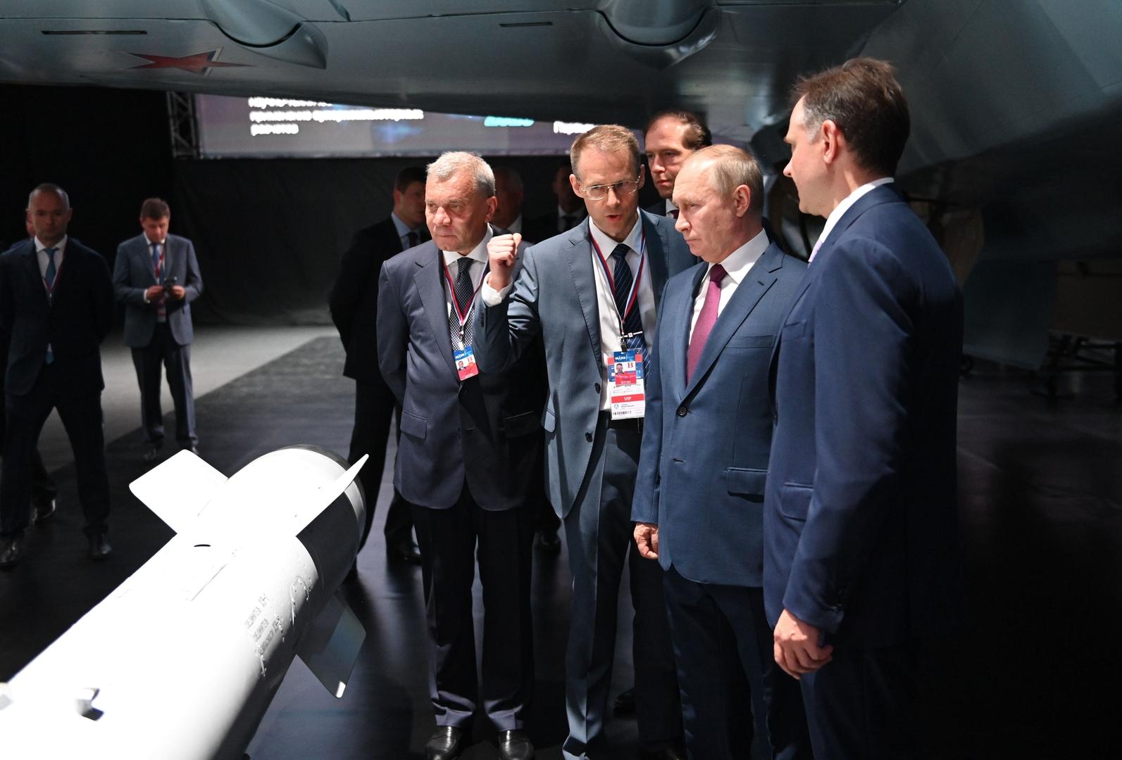 روسيا تزيح الستار عن مقاتلتها الجديدة