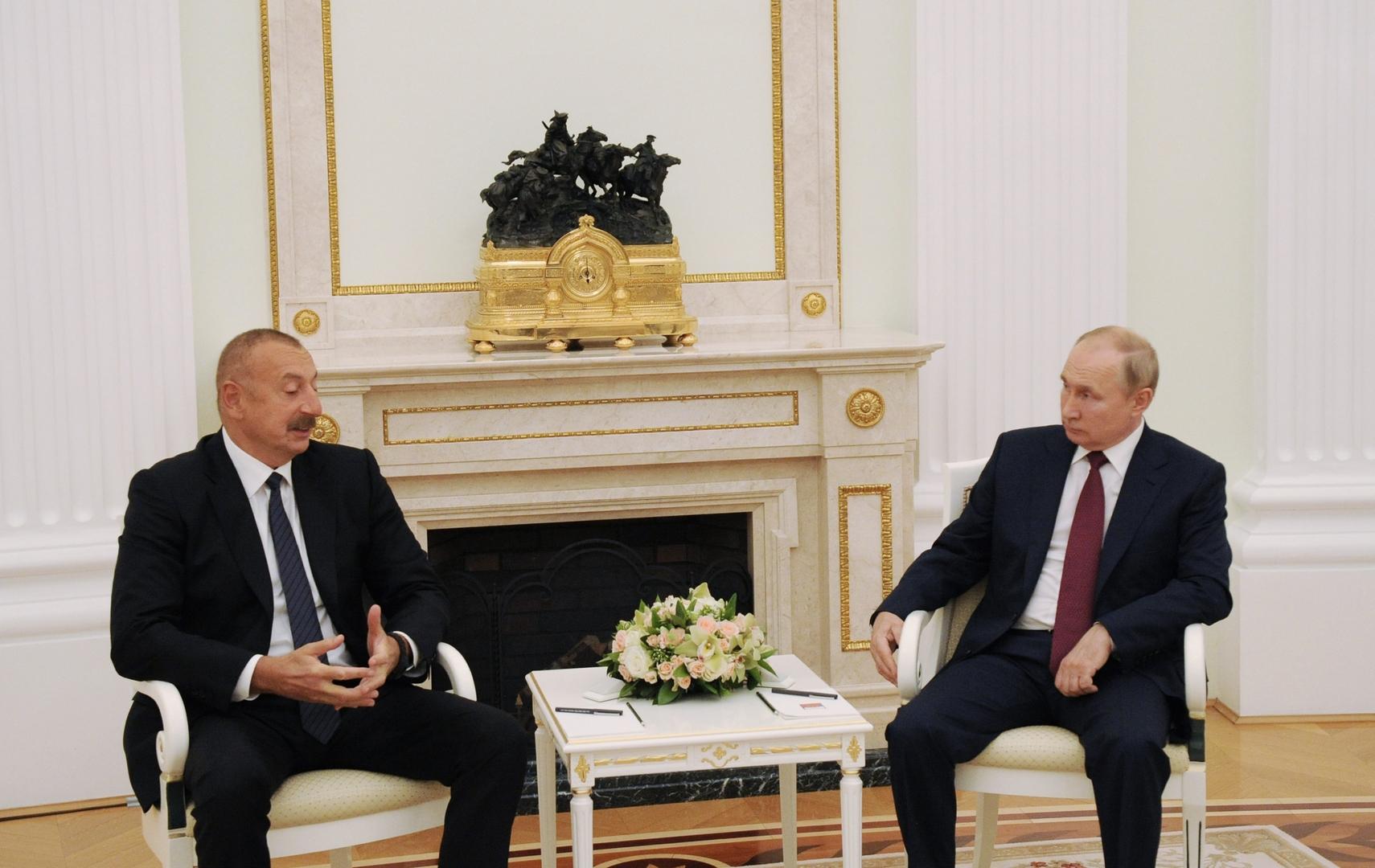 الرئيس الروسي فلاديمير بوتين ونظيره الأذربيجاني إلهام علييف
