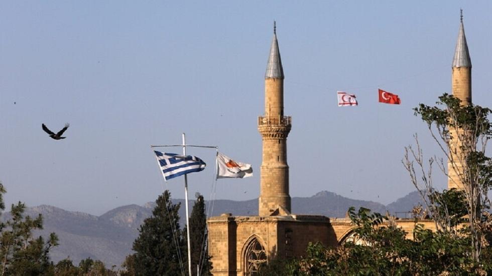 لافروف يحذر نظيره القبرصي من أي خطوات تزعزع الاستقرار في الجزيرة
