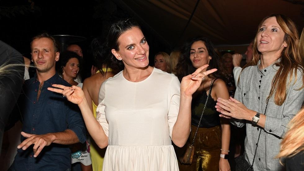 ملكة القفز بالزانة إيسينبايفا توضح سبب تغيير الشعار الأولمبي وتطرح لغزا على عشاق الرياضة