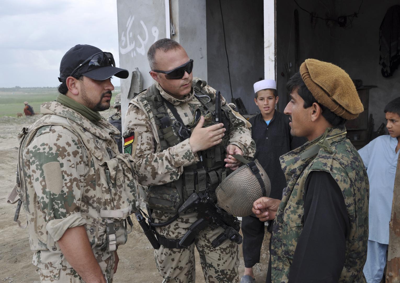 واشنطن تدق باب قطر والكويت لإيواء مترجمين تعاونوا معها في أفغانستان