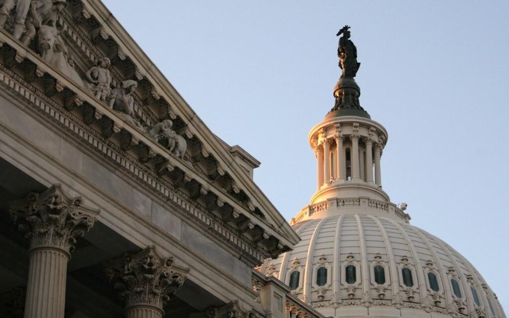 مكتب الميزانية بالكونغرس الأمريكي يتوقع تخلف الحكومة عن سداد دينها