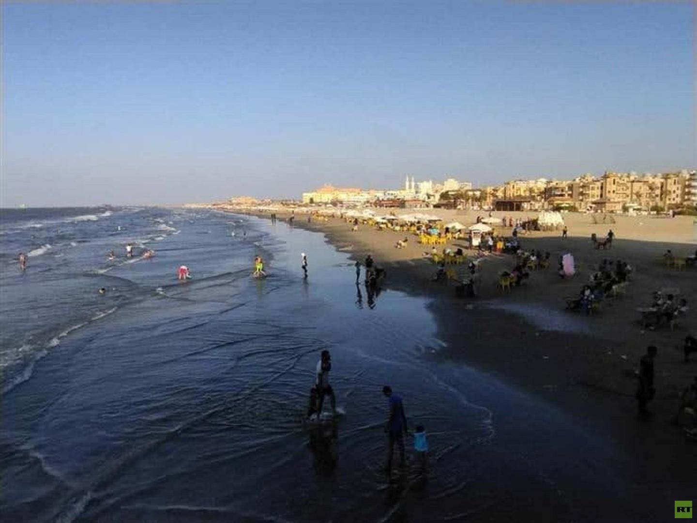 مصر.. وزيرة البيئة توجه بدفع لجنة عاجلة للسيطرة على التلوث الزيتي بشاطئ المناخ في بور سعيد