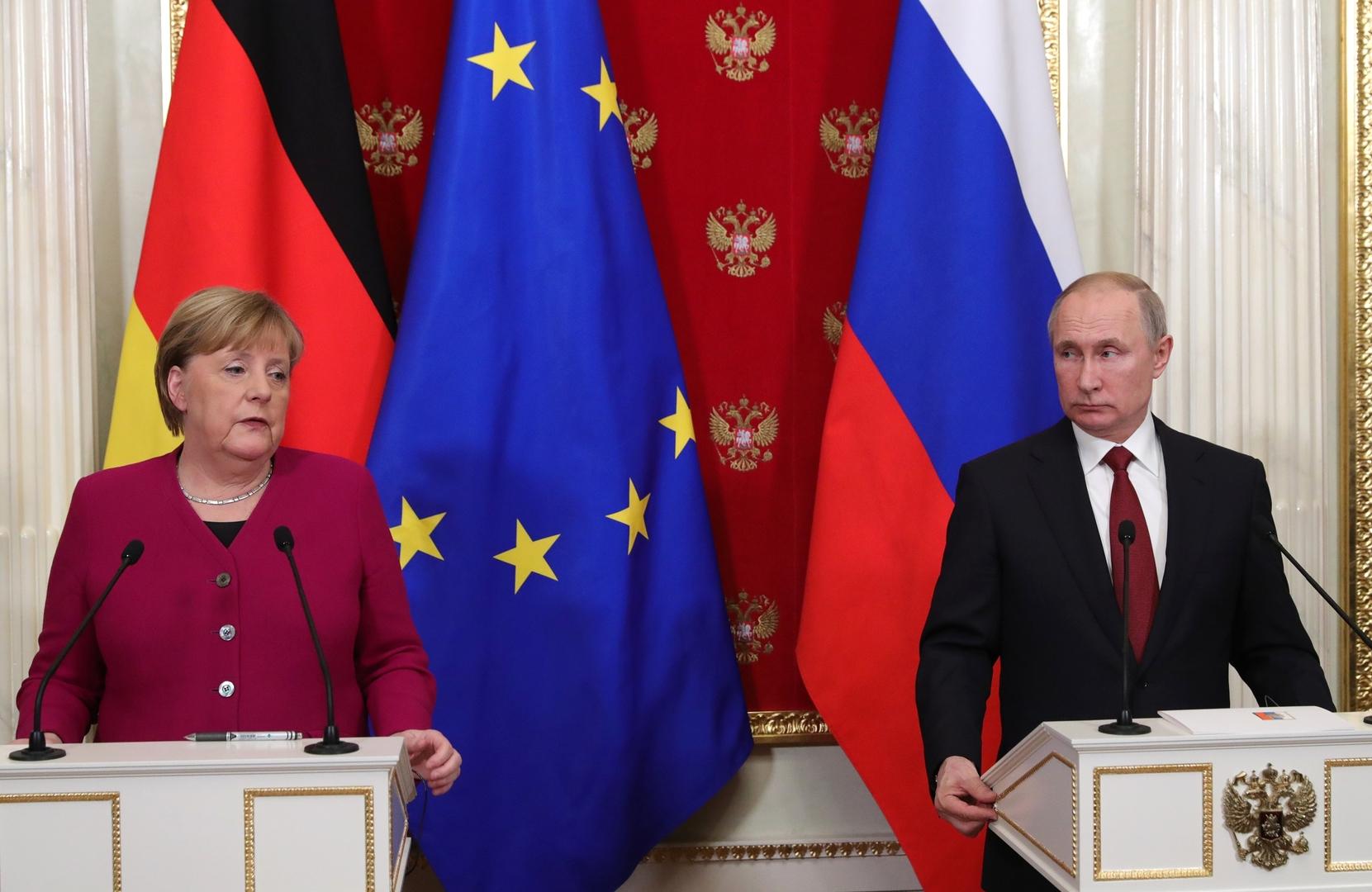 الكرملين: ميركل أطلعت بوتين على نتائج مباحثاتها مع بايدن حول