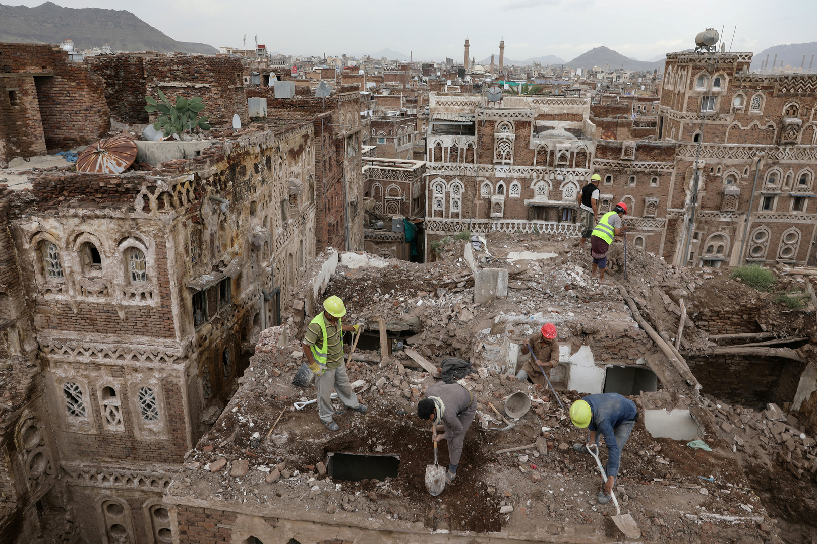 سيول جارفة تقتل 7 أشخاص بينهم نساء وأطفال شرقي اليمن