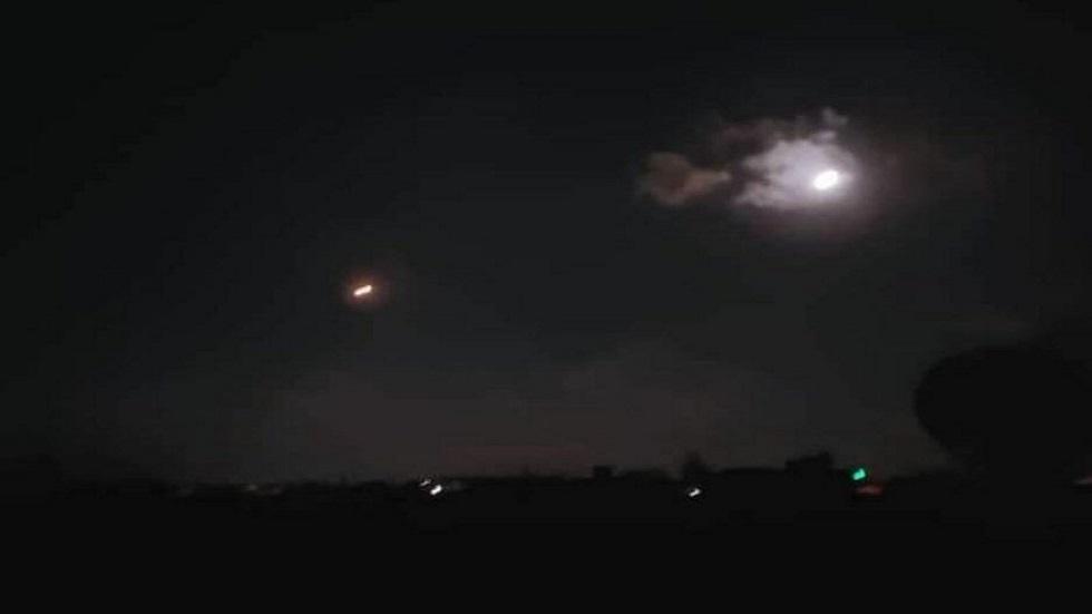 بالفيديو.. صاروخ إسرائيلي يسقط في بلدة لبنانية