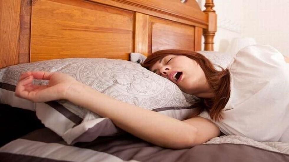 عادة يومية قد تزيد من خطر الإصابة بانقطاع النفس الانسدادي النومي المسبب للشخير