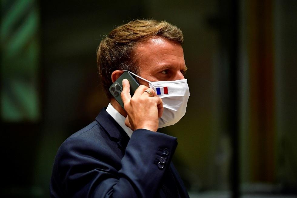ماكرون يغير هاتفه ورقمه بعد تقارير عن استهدافه ببرنامج تجسس