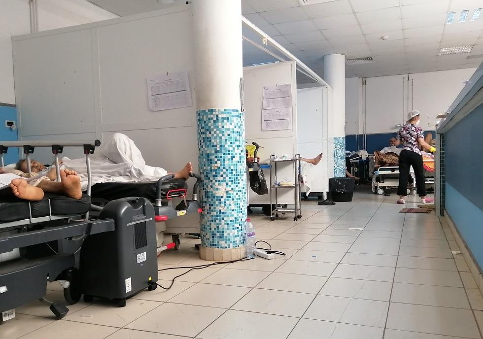 تونس.. فيديو يظهر جثث ضحايا كورونا بجانب القمامة في أكبر مستشفيات البلاد