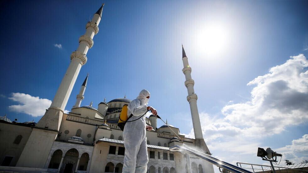 تركيا تواجه ارتفاعا ملموسا مستمرا للإصابات الجديدة بكورونا