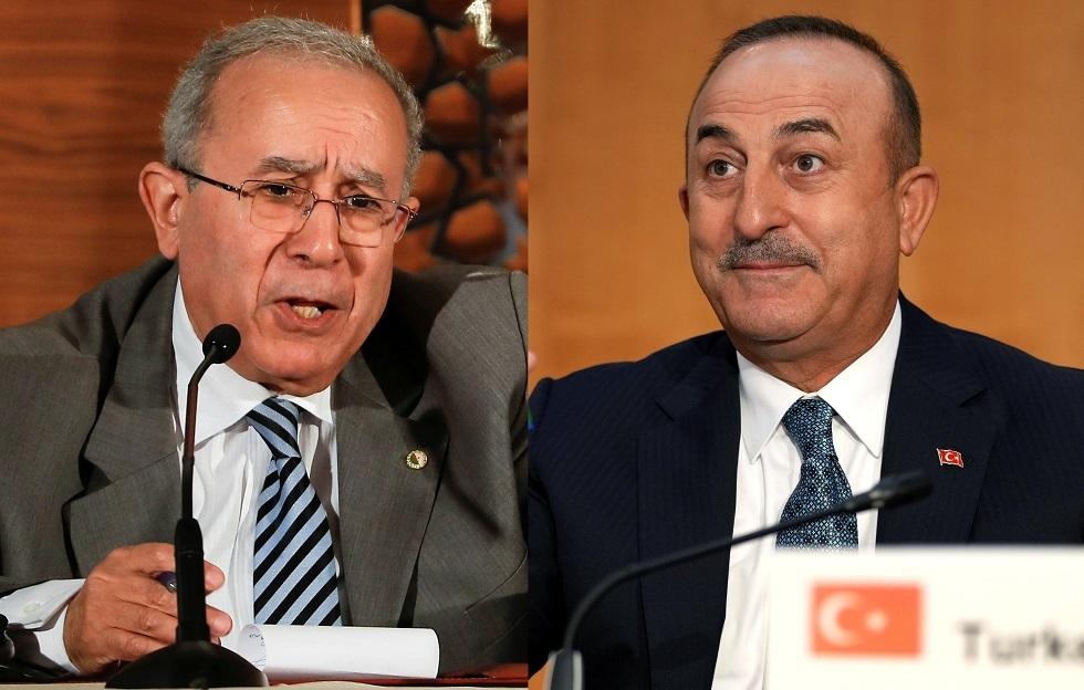 وزير الخارجية التركي مولود تشاووش أوغلو ونظيره الجزائري رمطان لعمامرة
