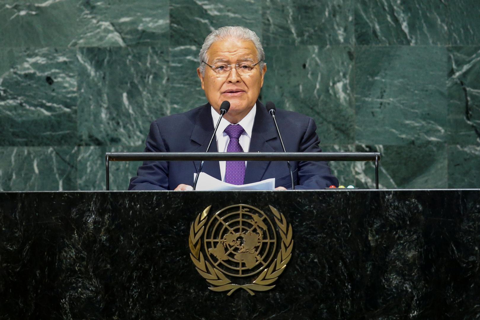 النيابة العامة للسلفادور تصدر مذكرة توقيف بحق رئيس البلاد السابق