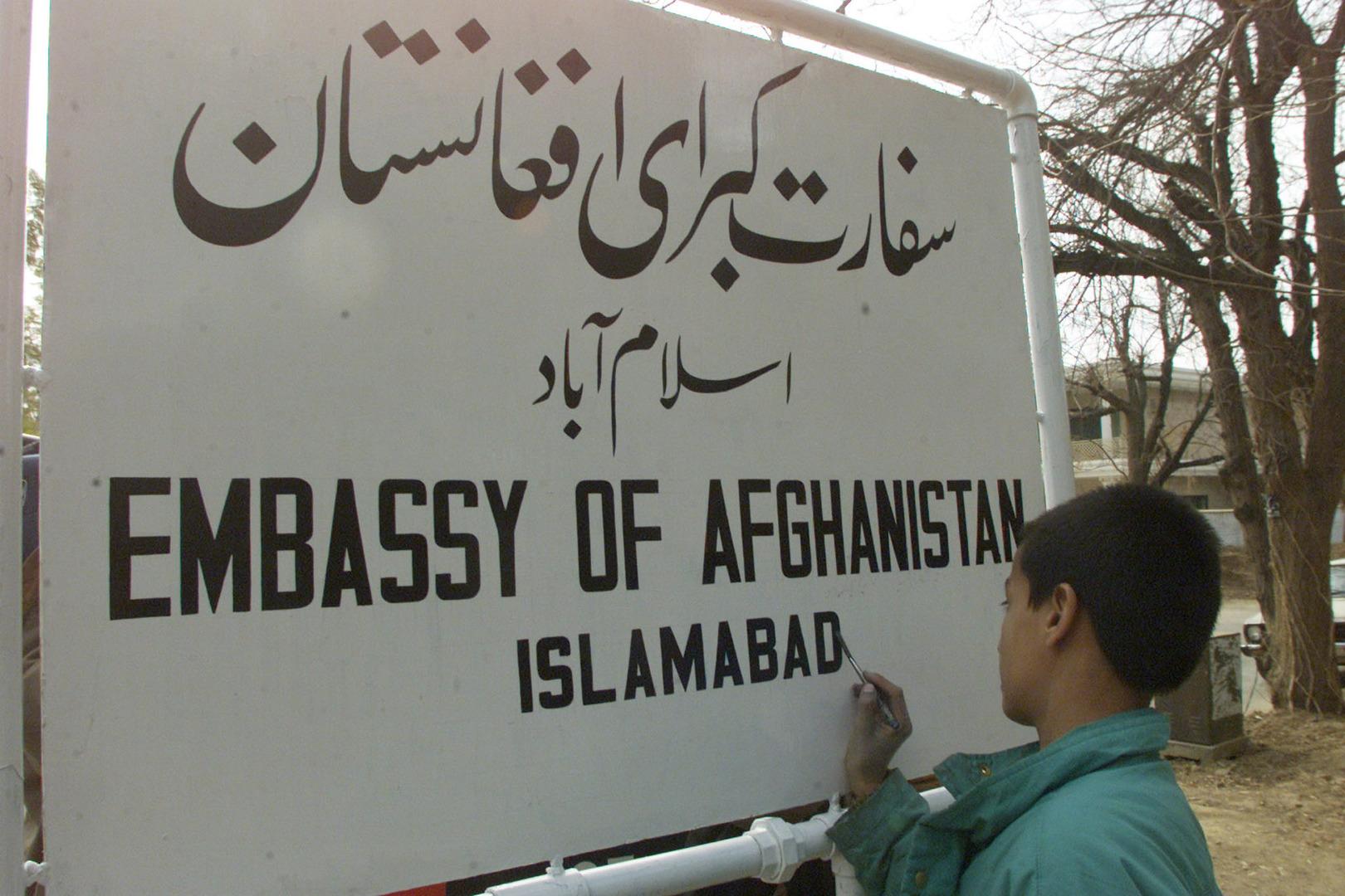 السفير الأفغاني في باكستان يتلقى رسالة تهديد وضعت في حجاب ابنته المختطفة