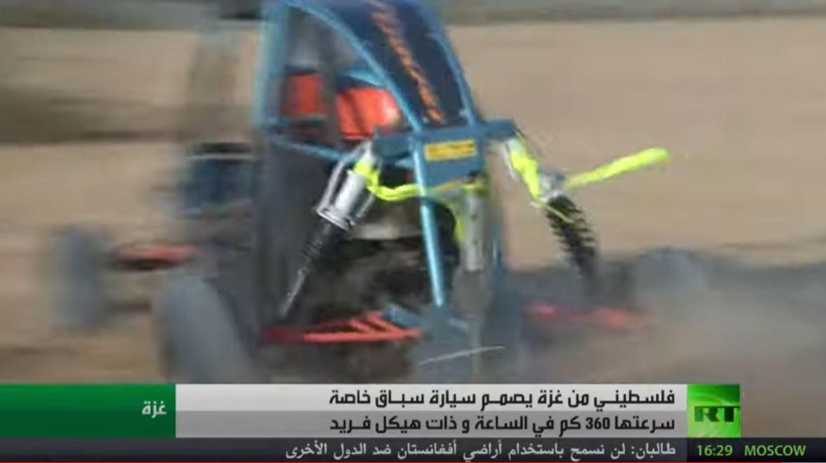 فلسطيني يصنع سيارة سباق في قطاع غزة