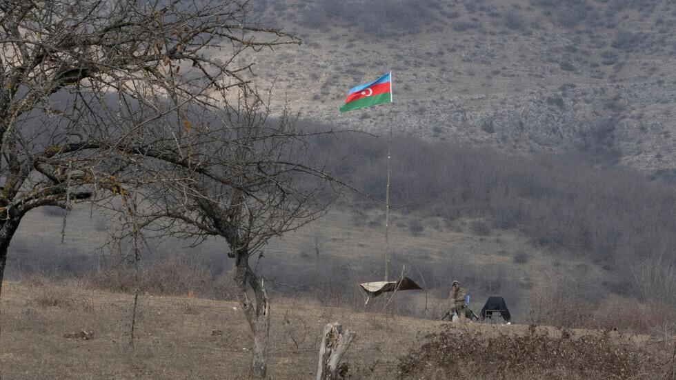 عسكري أذربيجاني في قرية بمنطقة قره باغ.
