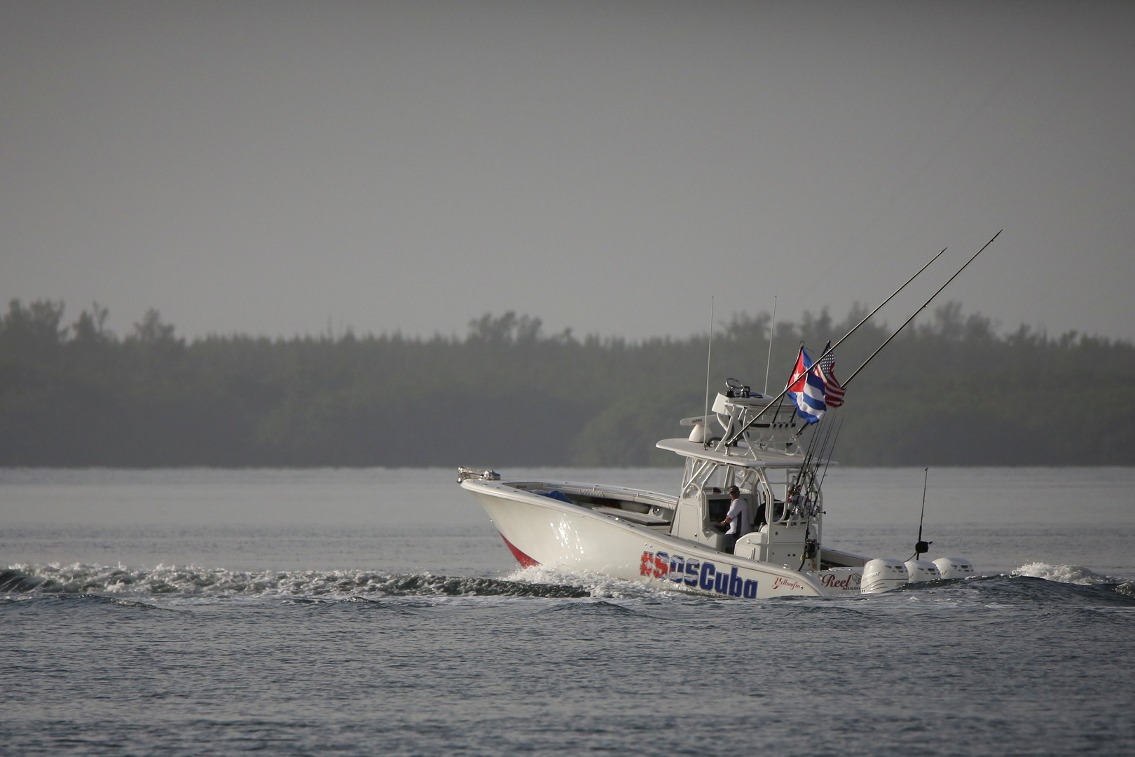 أمريكيون يدعمون الاحتجاجات في كوبا من المياه المحايدة