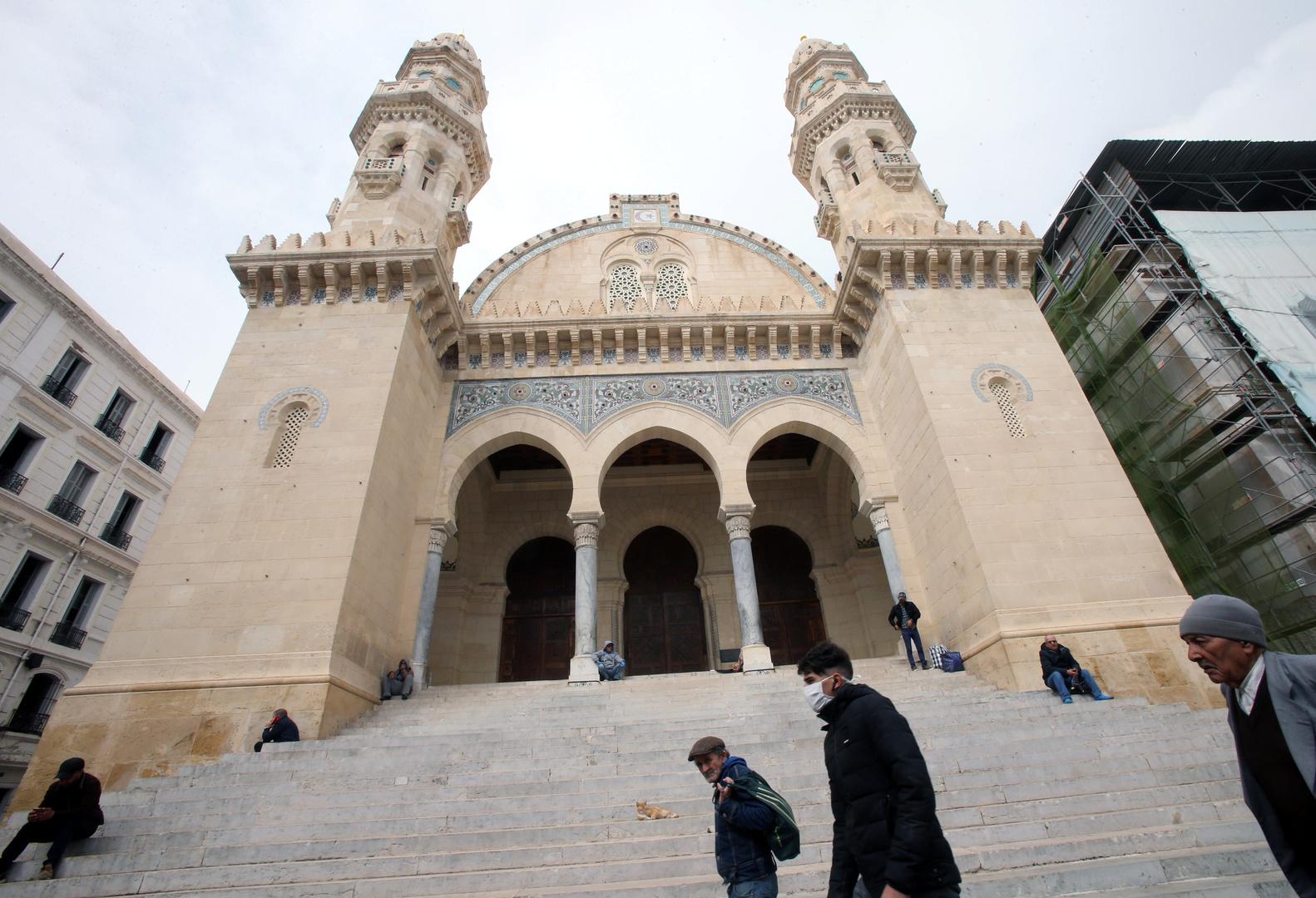 الجزائر.. مقتل إمام مسجد خلال إمامته للمصلين