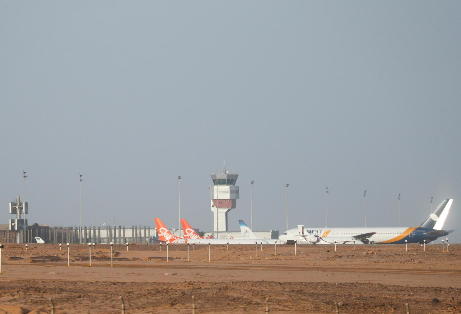 مطار شرم الشيخ المطل على البحر الأحمر