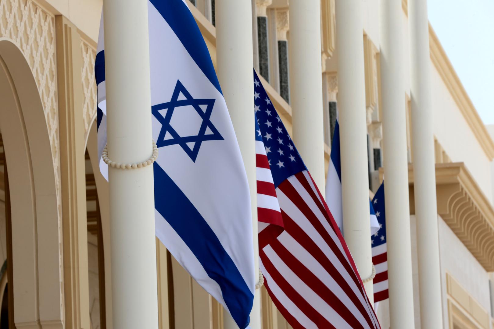 العلم الأمريكي والعلم الإسرائيلي
