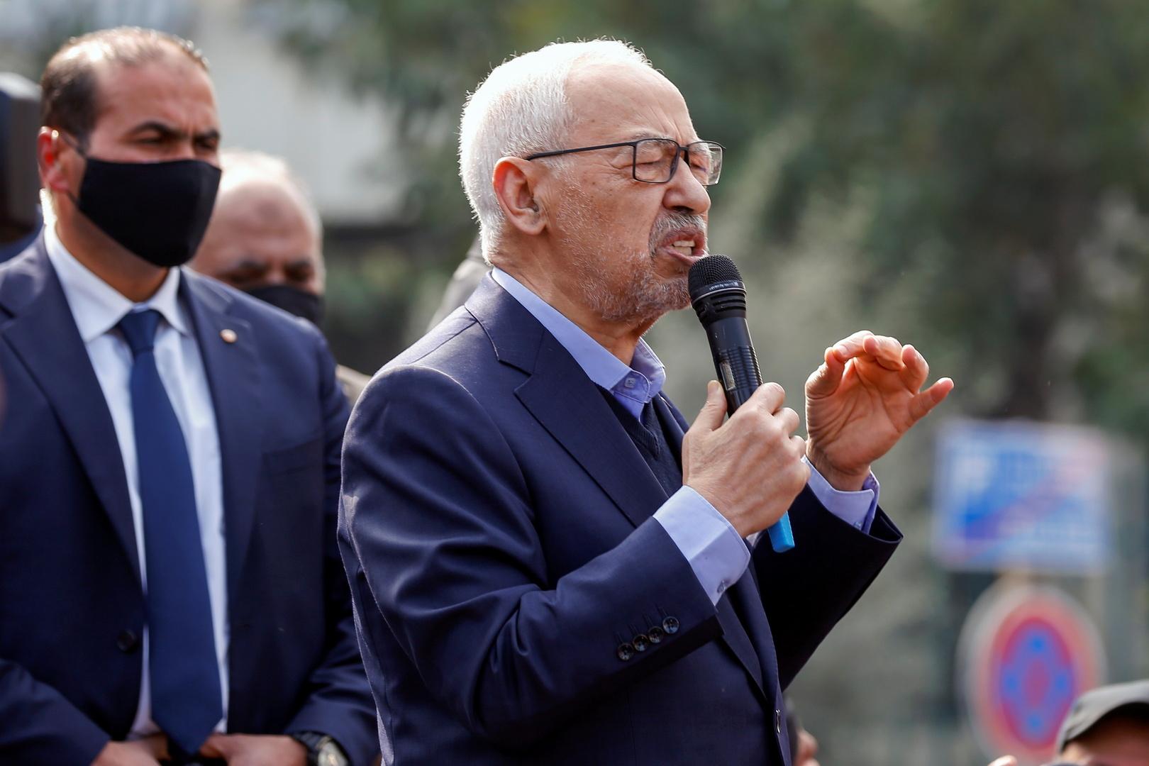 الجيش التونسي يمنع الغنوشي من دخول البرلمان بعد قرارات سعيد (فيديو)