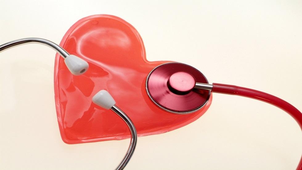 طبيب قلب يوضح كيفية التعامل مع عدم انتظام ضربات القلب