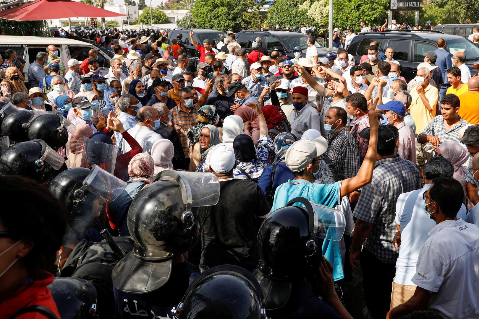 مناوشات بين أنصار الرئيس التونسي وأنصار حركة