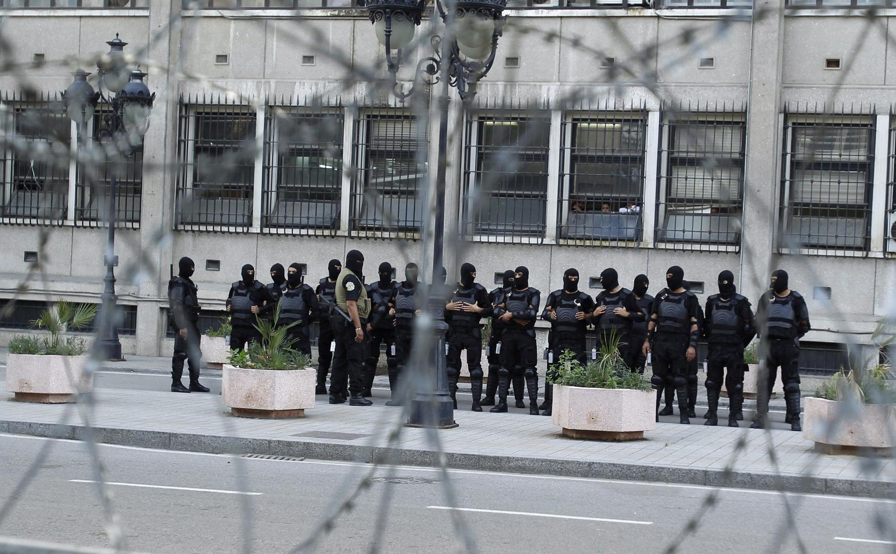 رويترز عن مصادر أمنية: الرئيس التونسي يكلف مدير الأمن الرئاسي بالإشراف على وزارة الداخلية