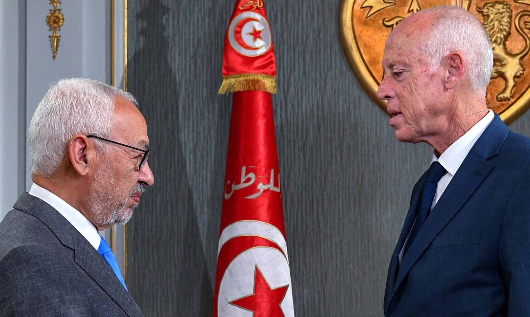 حفتر يصف ما يجري في تونس بالانتفاضة والمشري بالانقلاب!