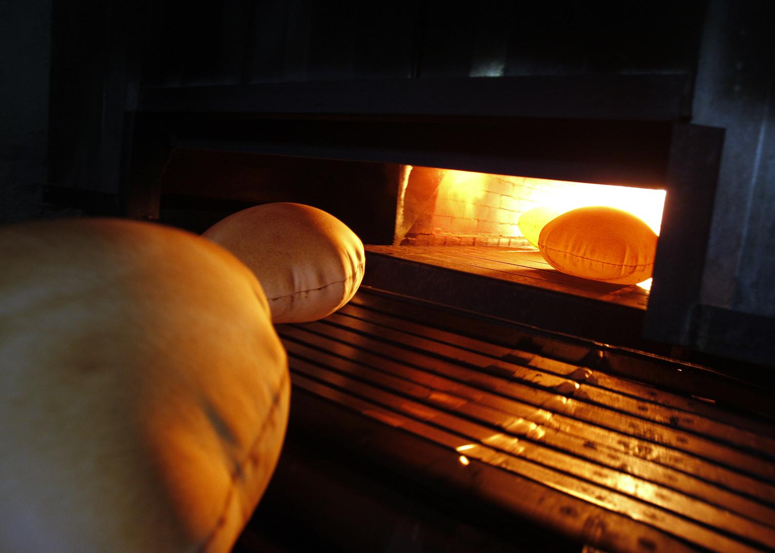 بعد رفع سعرها 6 مرات في أقل من عام..  انخفاض سعر ربطة الخبز في لبنان ورفع وزنها