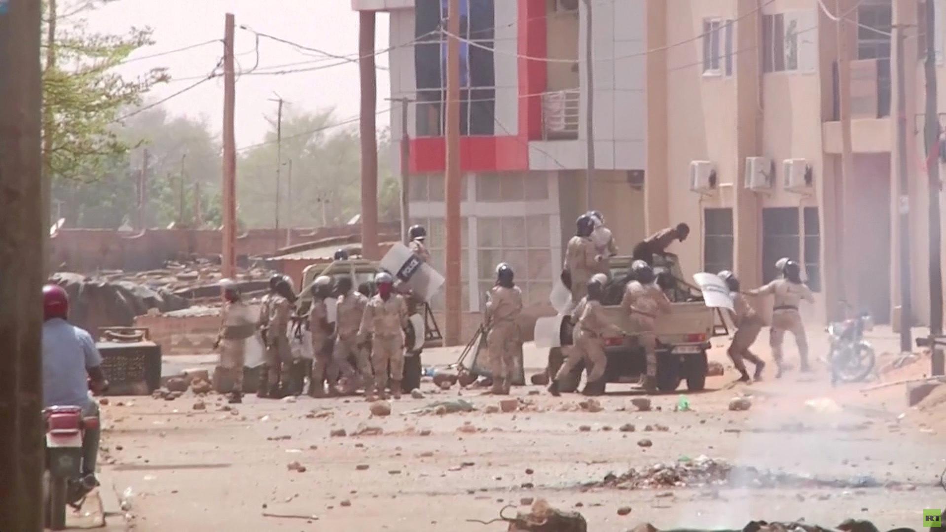 حكومة النيجر تعلن مقتل 14 مدنيا في هجوم قرب الحدود مع مالي