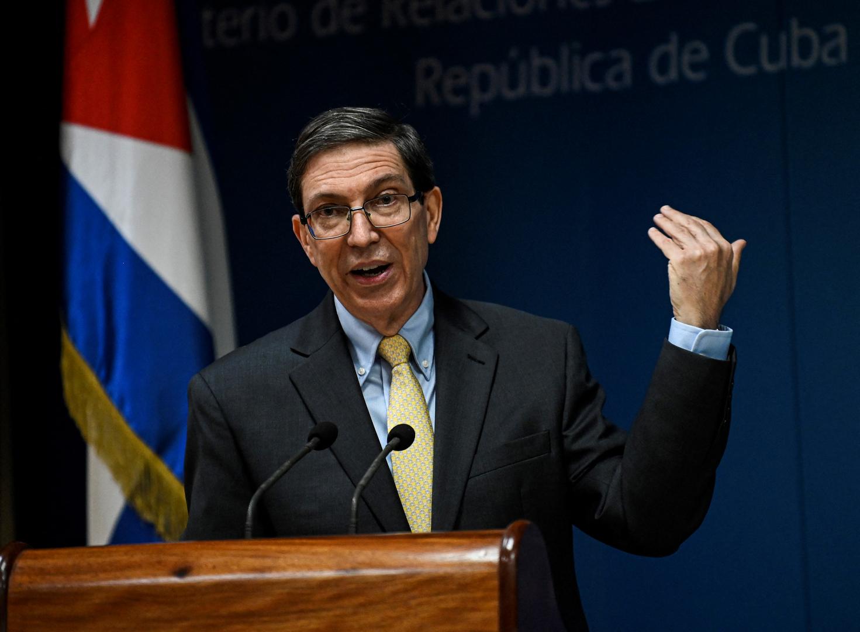 كوبا تعلن عن تعرض سفارتها في باريس للاعتداء بزجاجات حارقة