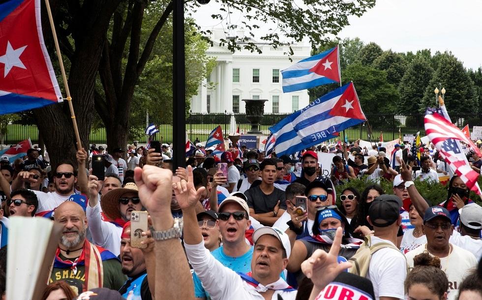المئات يتظاهرون في واشنطن مطالبين بـ