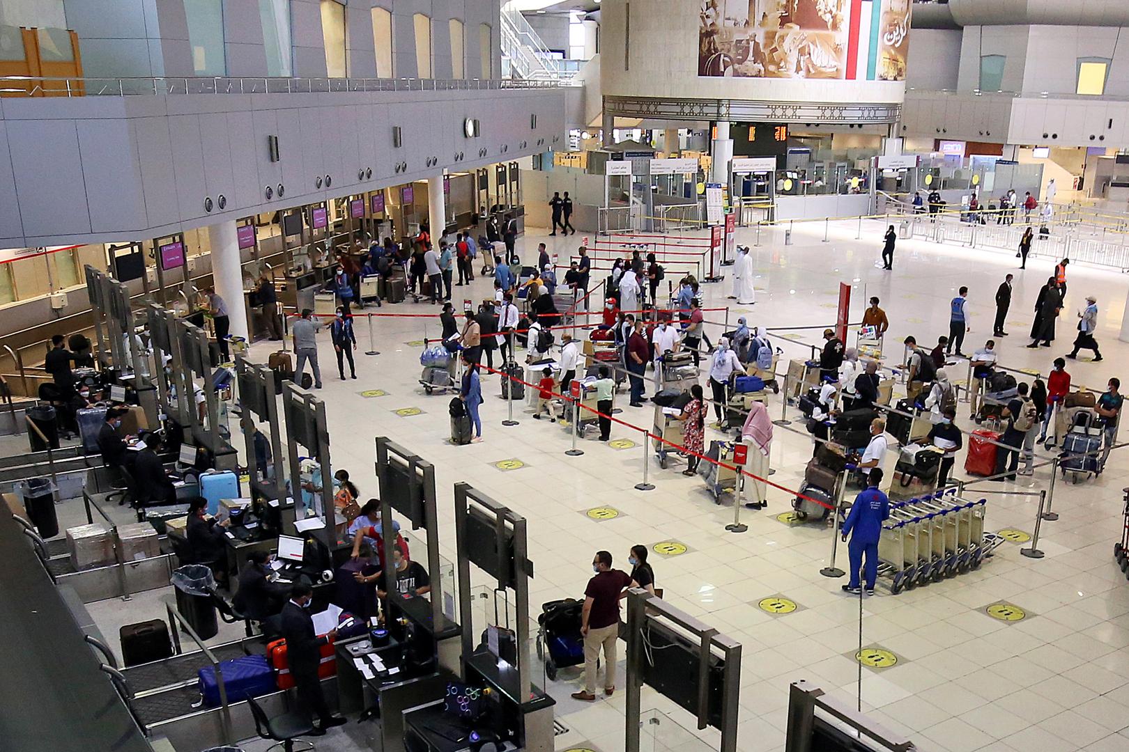 توضيح بشأن الطريقة التي تمكن المقيمين المصريين من العودة إلى الكويت