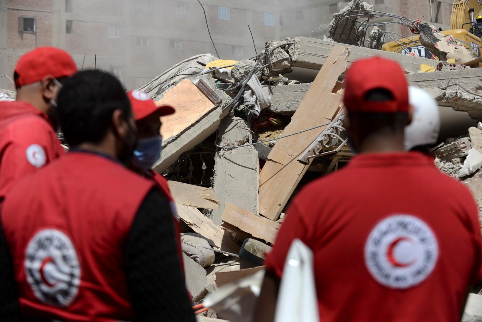 مصر.. انهيار عقار بسبب هزة أرضية والأمن يبحث عن ضحايا تحت الأنقاض (صور+فيديو)