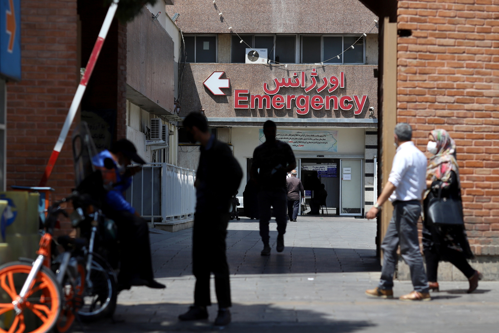 إيران تسجل رقما قياسيا بإصابات كورونا