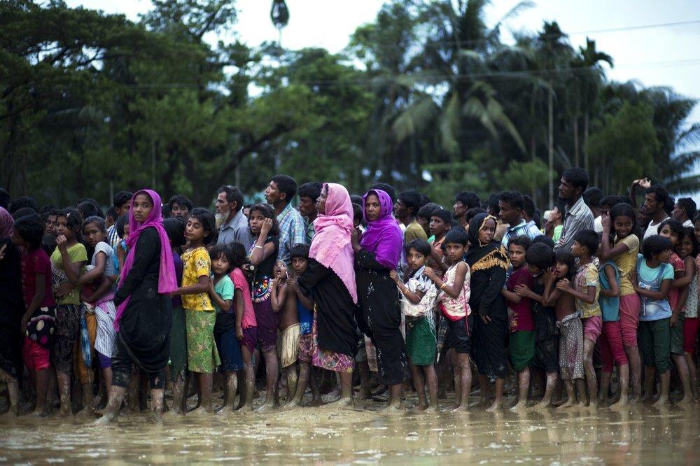 أبناء شعب الروهينغا في مخيم بمنطقة مدينة كوكس بازار في بنغلاديش.