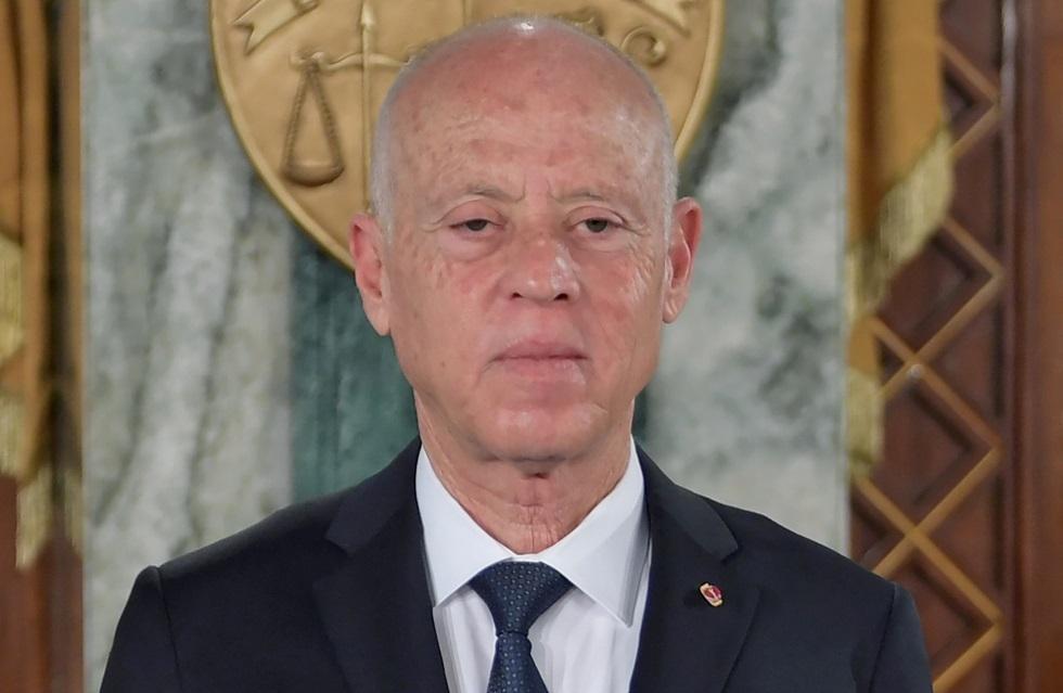 تونس.. قرارات رئاسية بإقالة مدير القضاء العسكري ومسؤولين كبار