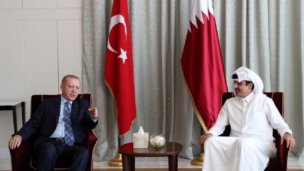 أمير قطر يتلقى اتصالا هاتفيا من الرئيس التركي