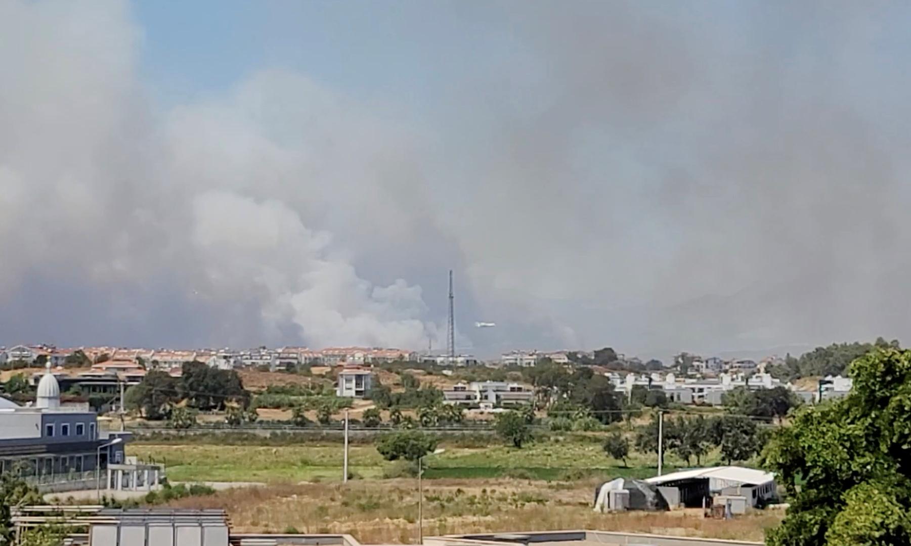 إخلاء منازل ومستشفيات في جنوب تركيا بعد انتشار حرائق الغابات (فيديو)