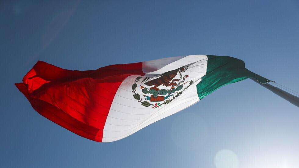 علم المكسيك.
