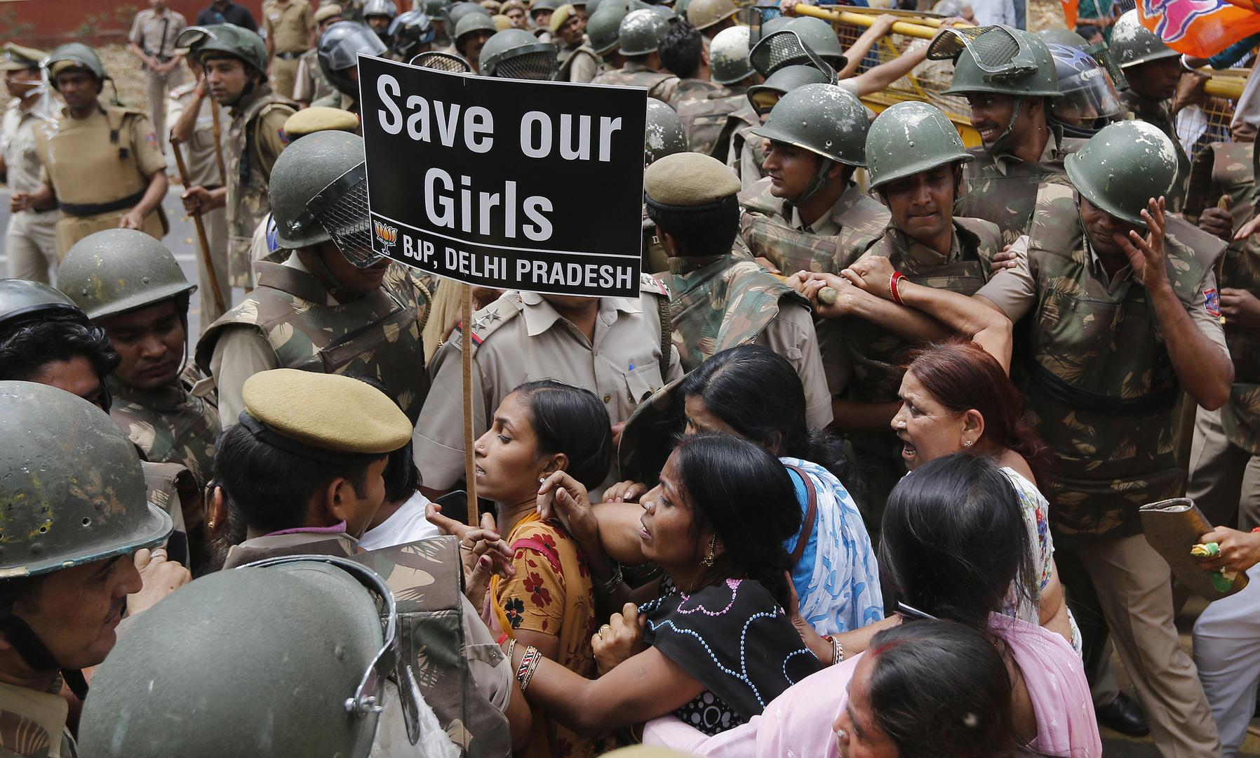 الهند.. قتل فتاة وتعليق جثتها بسبب بنطال