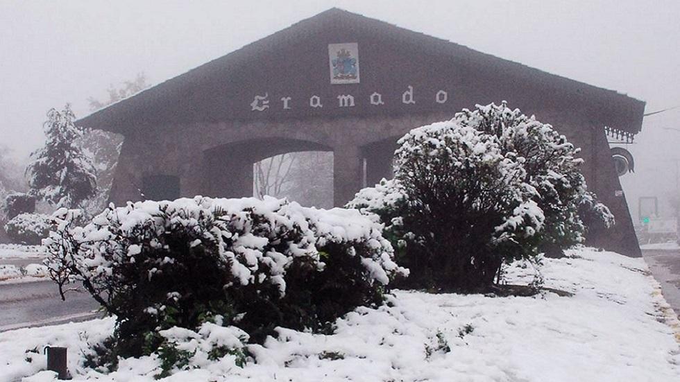أجواء نادرة..  الثلج يتساقط جنوب البرازيل