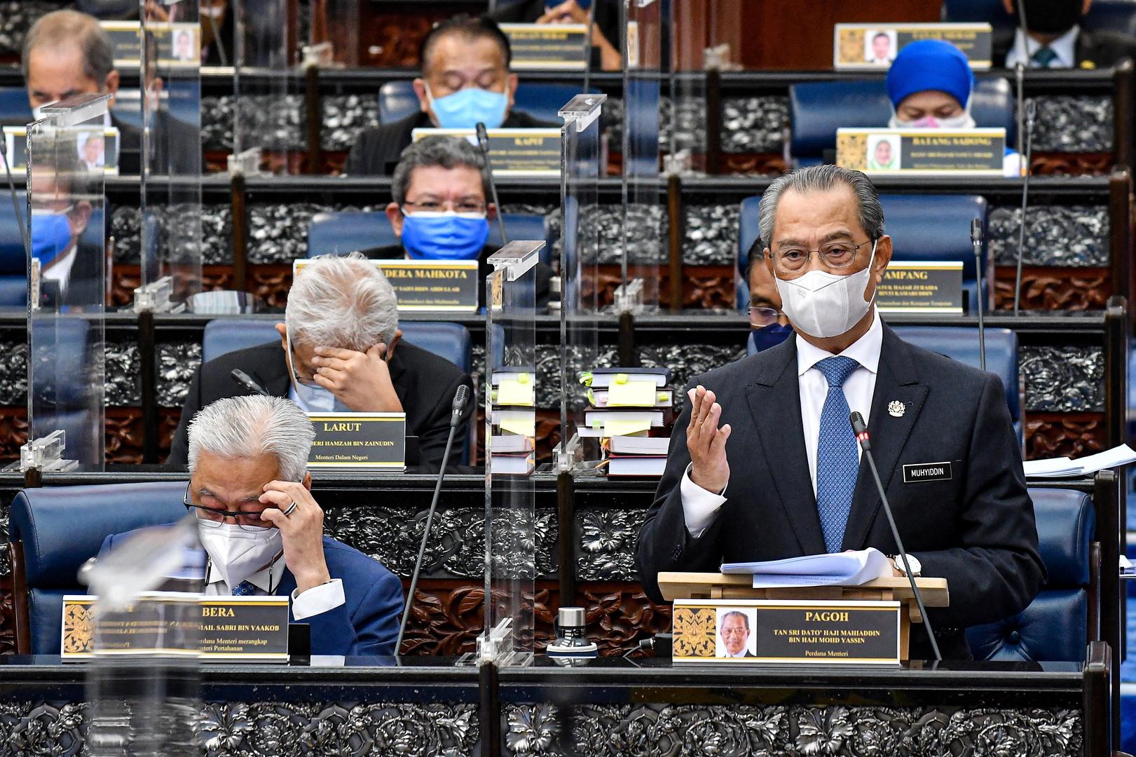 ملك ماليزيا يوبخ الحكومة لتضليل البرلمان
