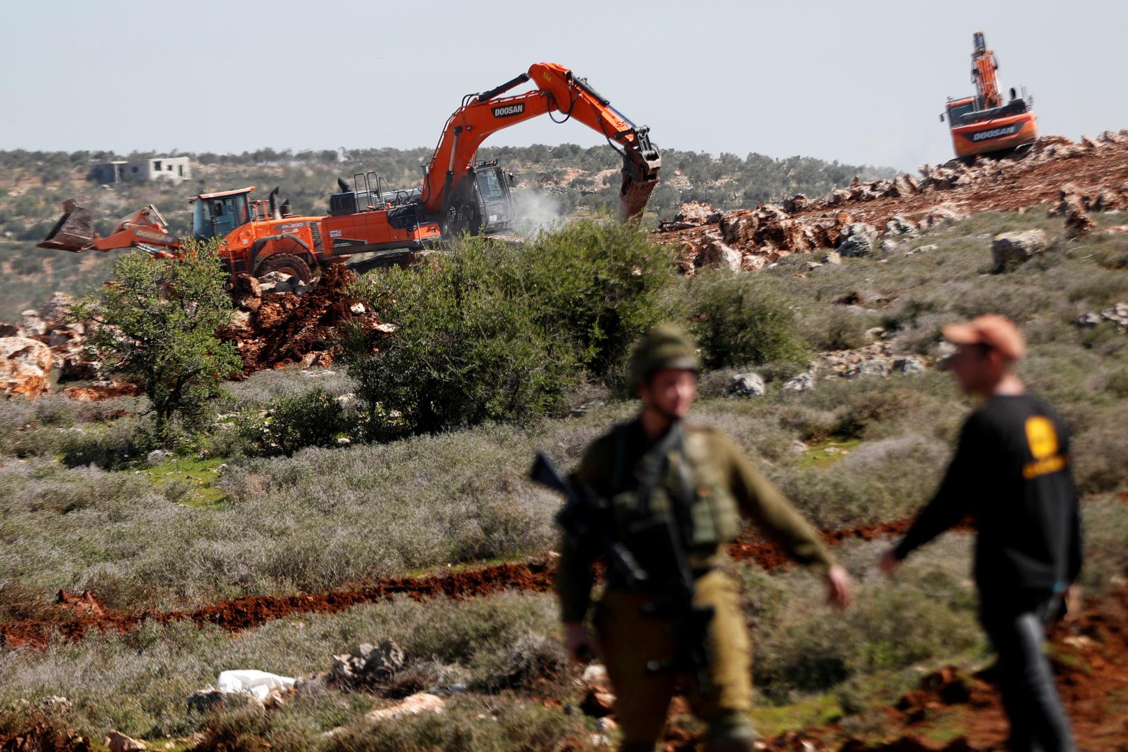 إسرائيل تمنح المستوطنين آلاف الدونمات بالضفة