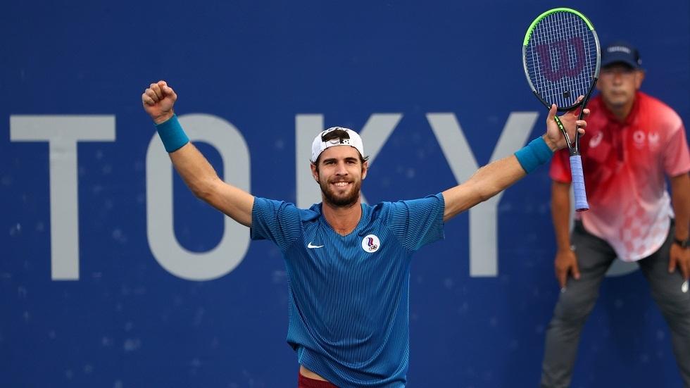الروسي خاتشانوف يتأهل إلى نصف نهائي مسابقة التنس في أولمبياد طوكيو