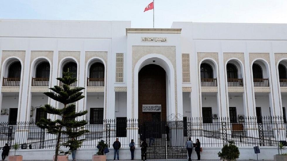 تونس.. القضاء يبدأ تحقيقات مع الرئيس الأسبق لهيئة مكافحة الفساد ونواب في البرلمان