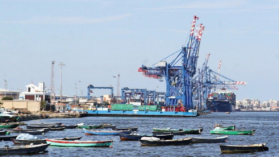 المنطقة الصناعية في قناة السويس بمصر - أرشيف