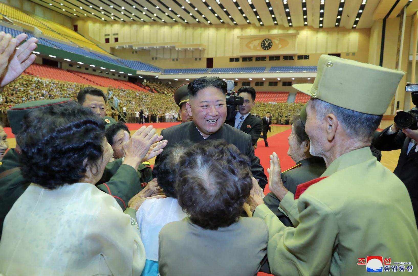 وكالة: كيم جونغ أون لم يتطرق في اجتماع عسكري للسلاح النووي أو للولايات المتحدة
