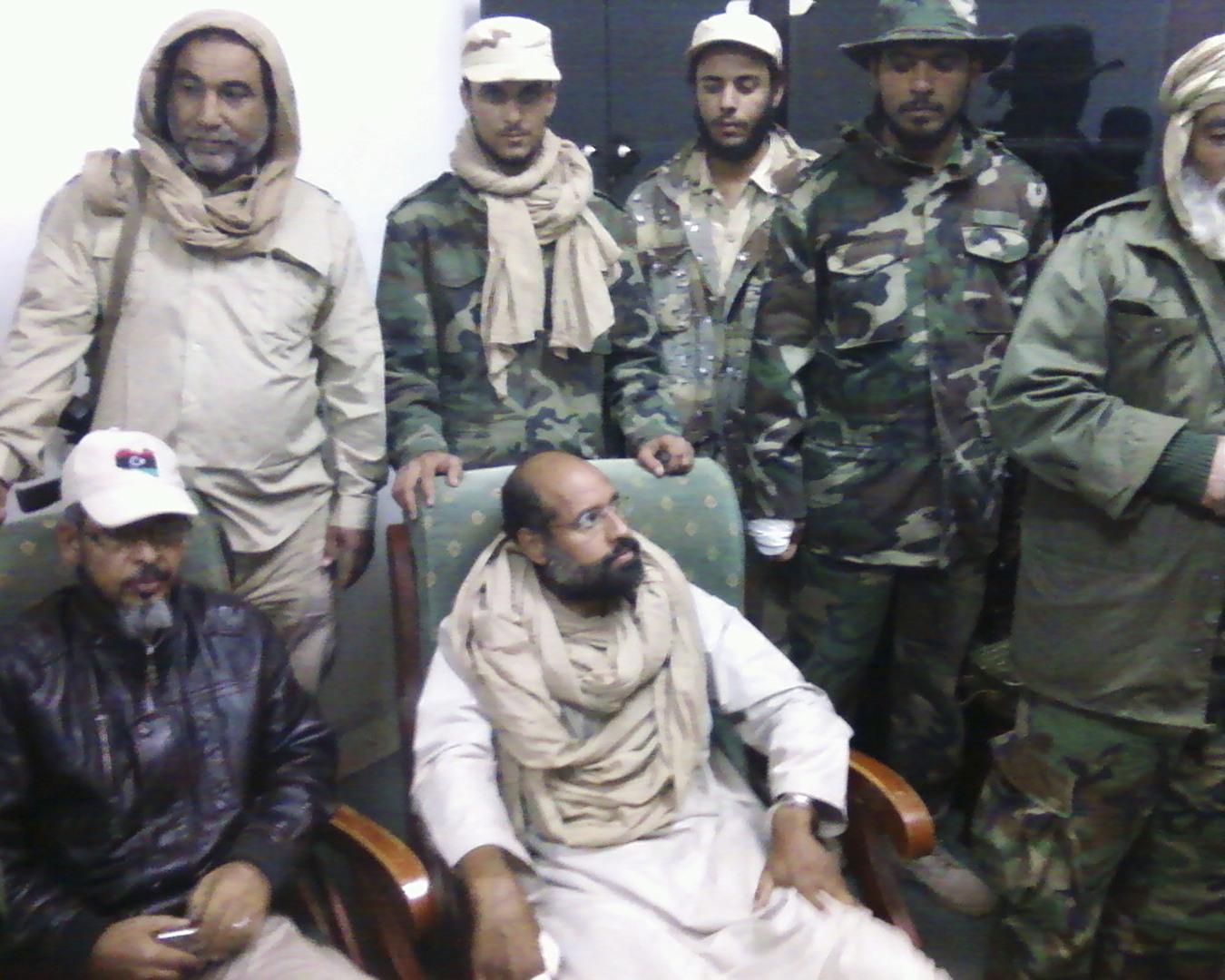 مراسل نيويورك تايمز يلتقي سيف الإسلام في الزنتان: نجل القذافي طليق ويستعد للظهور