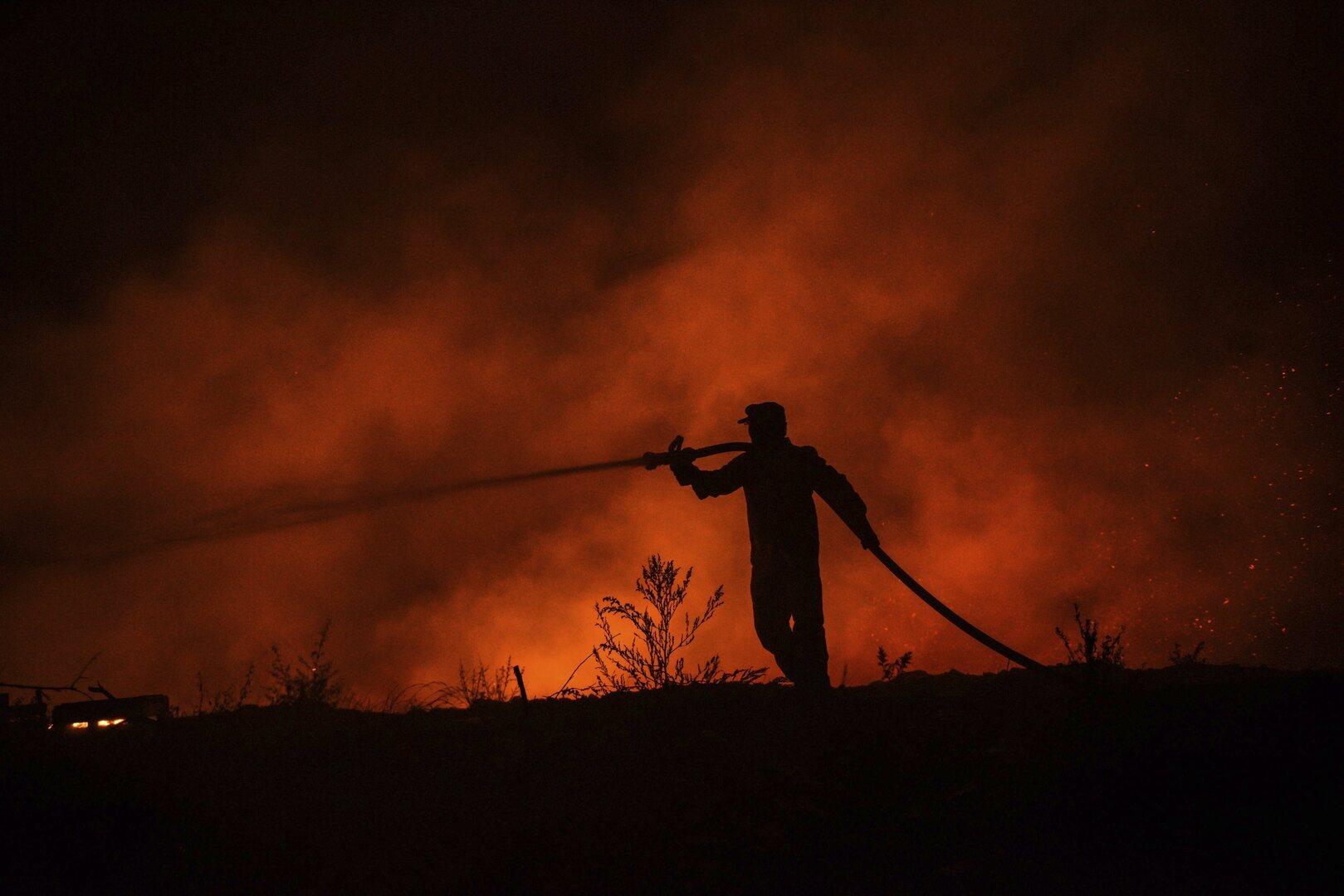 دخان كثيف بسماء الأردن إثر حرائق غابات بتركيا ولبنان